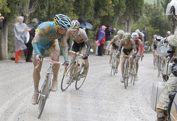 giro-d-italia-2010-stage-7-vinokourov-attacks