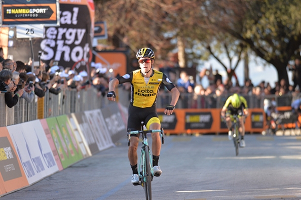 2018-tirreno-03-roglic-primoz-finish-02